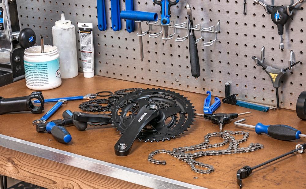 black mountain bike gear set