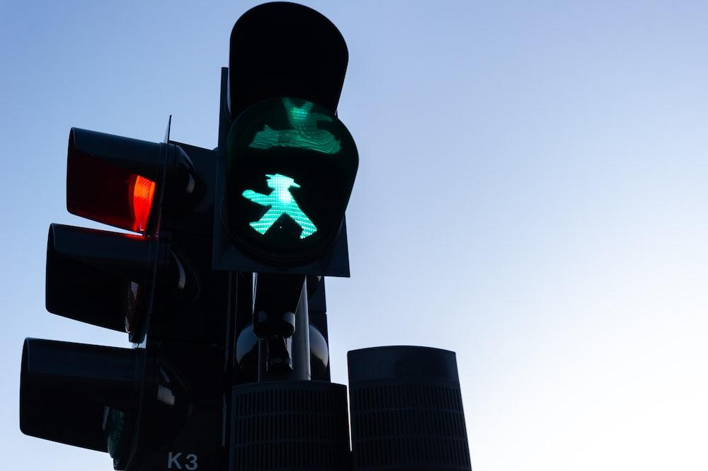 black traffic light showing green light