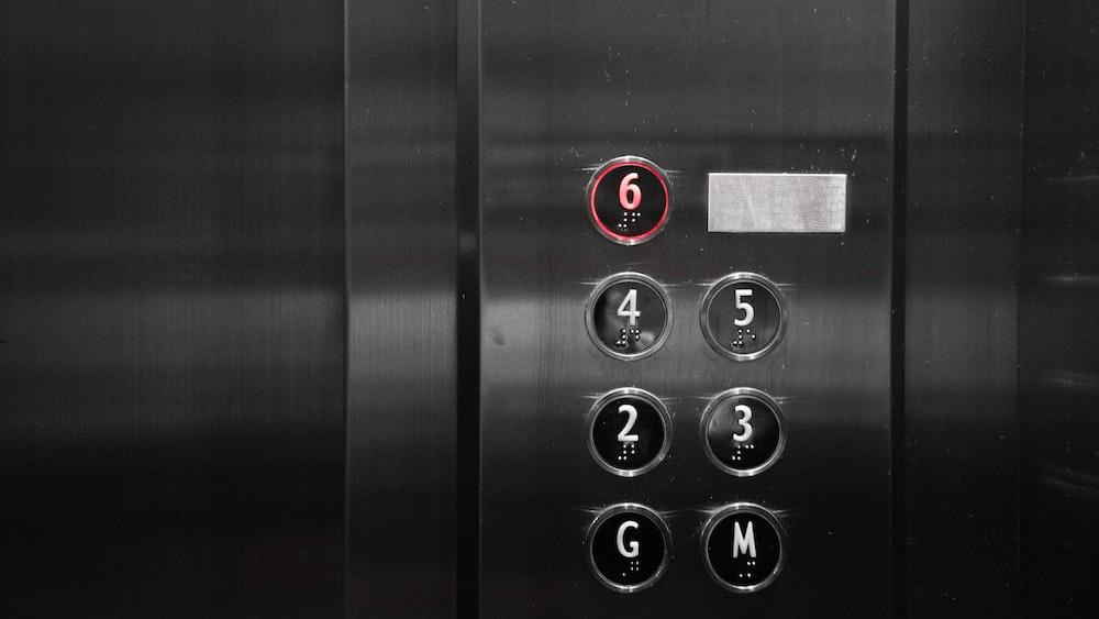 waniat sengaja ludahi tombol lift