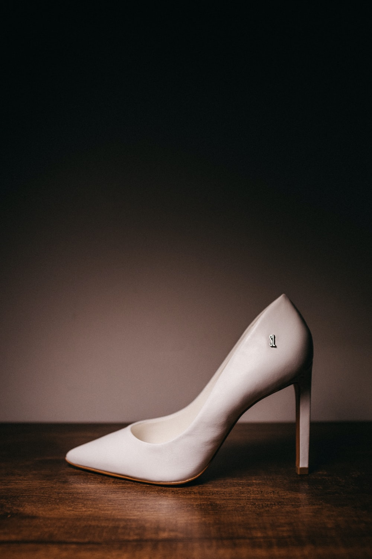 white leather pointed toe stiletto