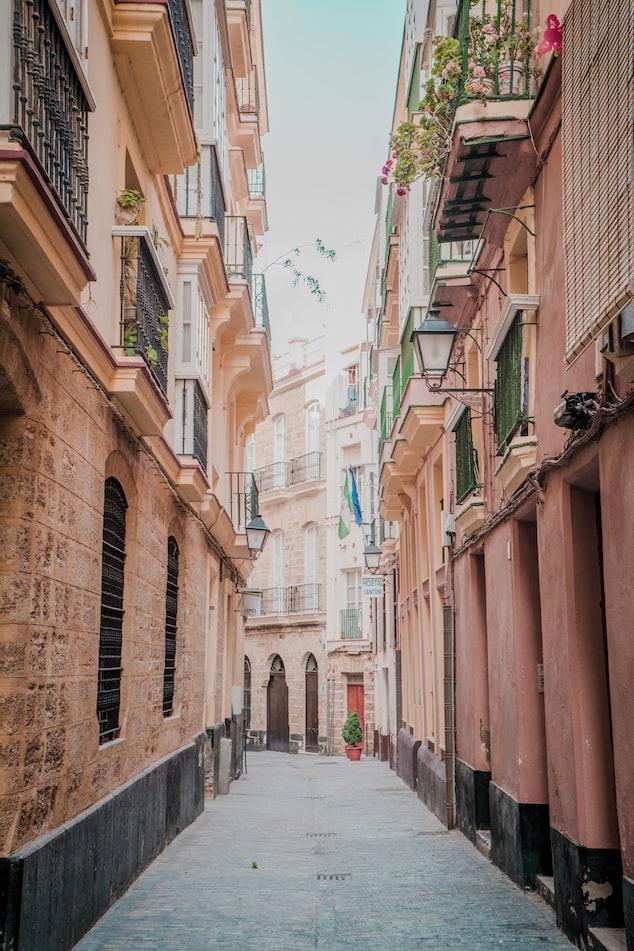 an alleyway in Cadiz, Spain