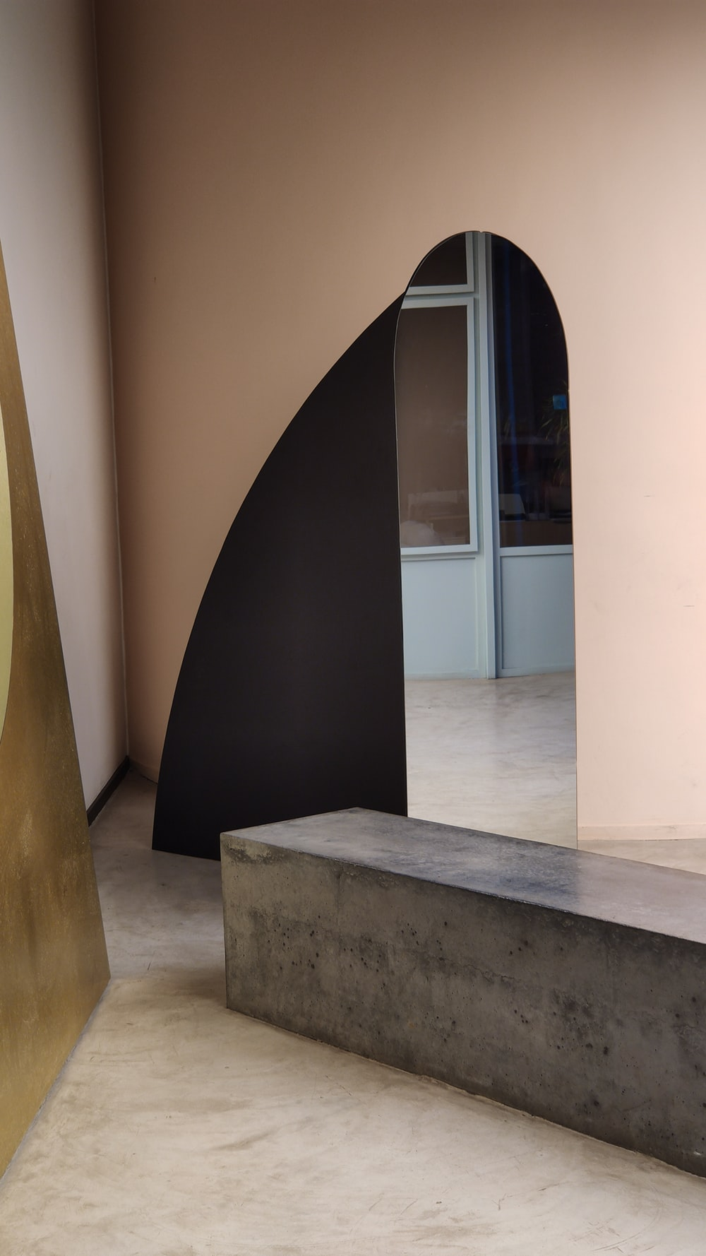 mirror near gray wooden bench