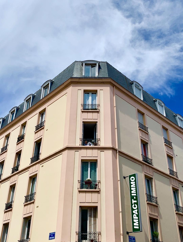 Immeuble à Asnières-sur-Seine, banlieue de Paris.