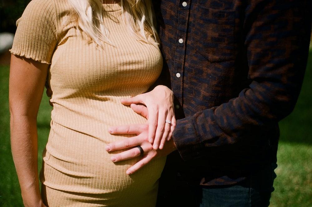 man holding pregnant woman's tummy