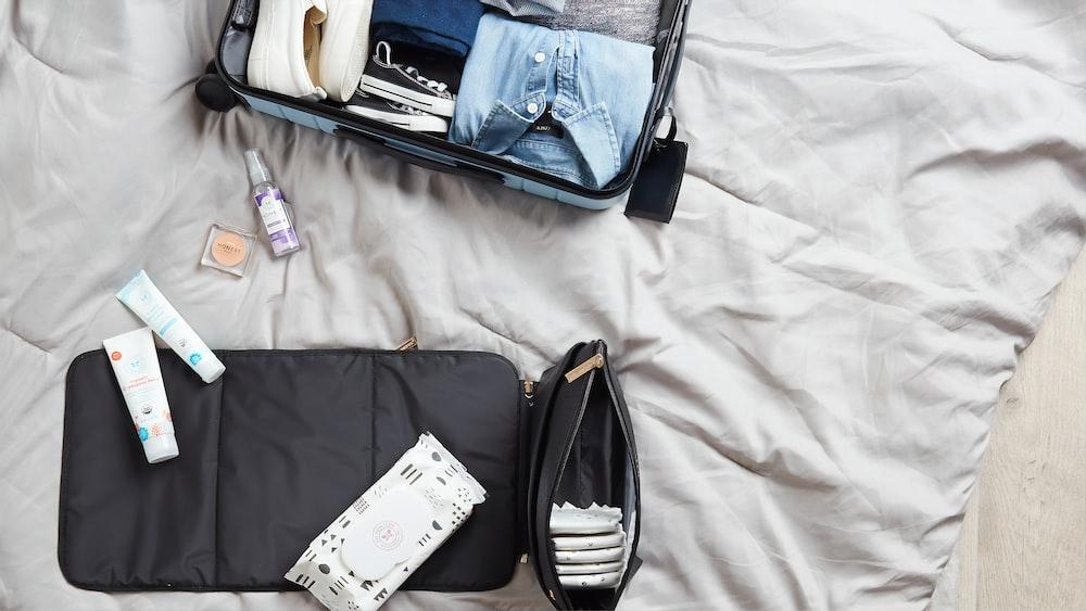 fold apparels in luggage
