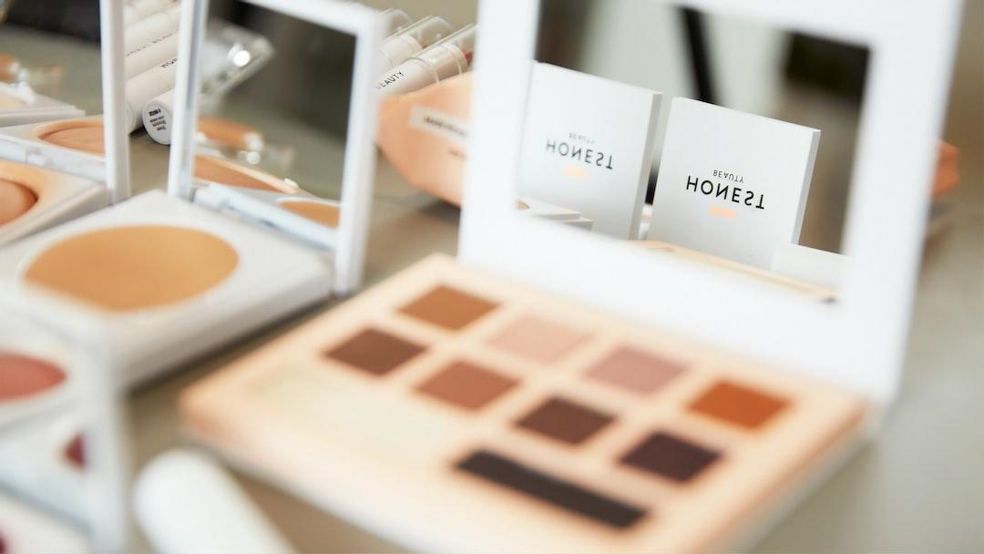 Honest Makeup Palette - unsplash