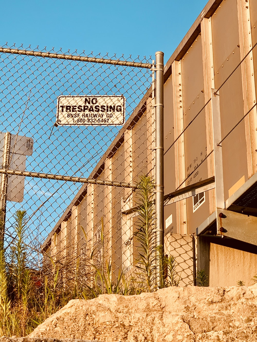 brown concrete building close-up photography
