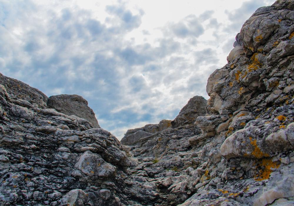 landscape photo of gray and black boulder rocks