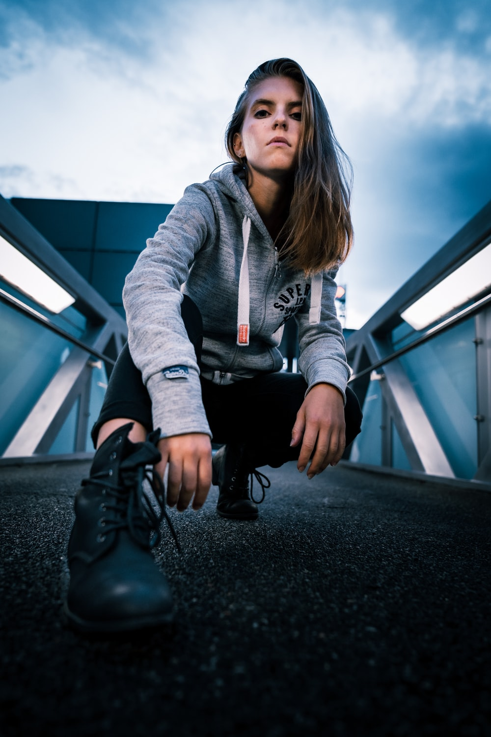 shallow focus photo of woman in gray full-zip hoodie
