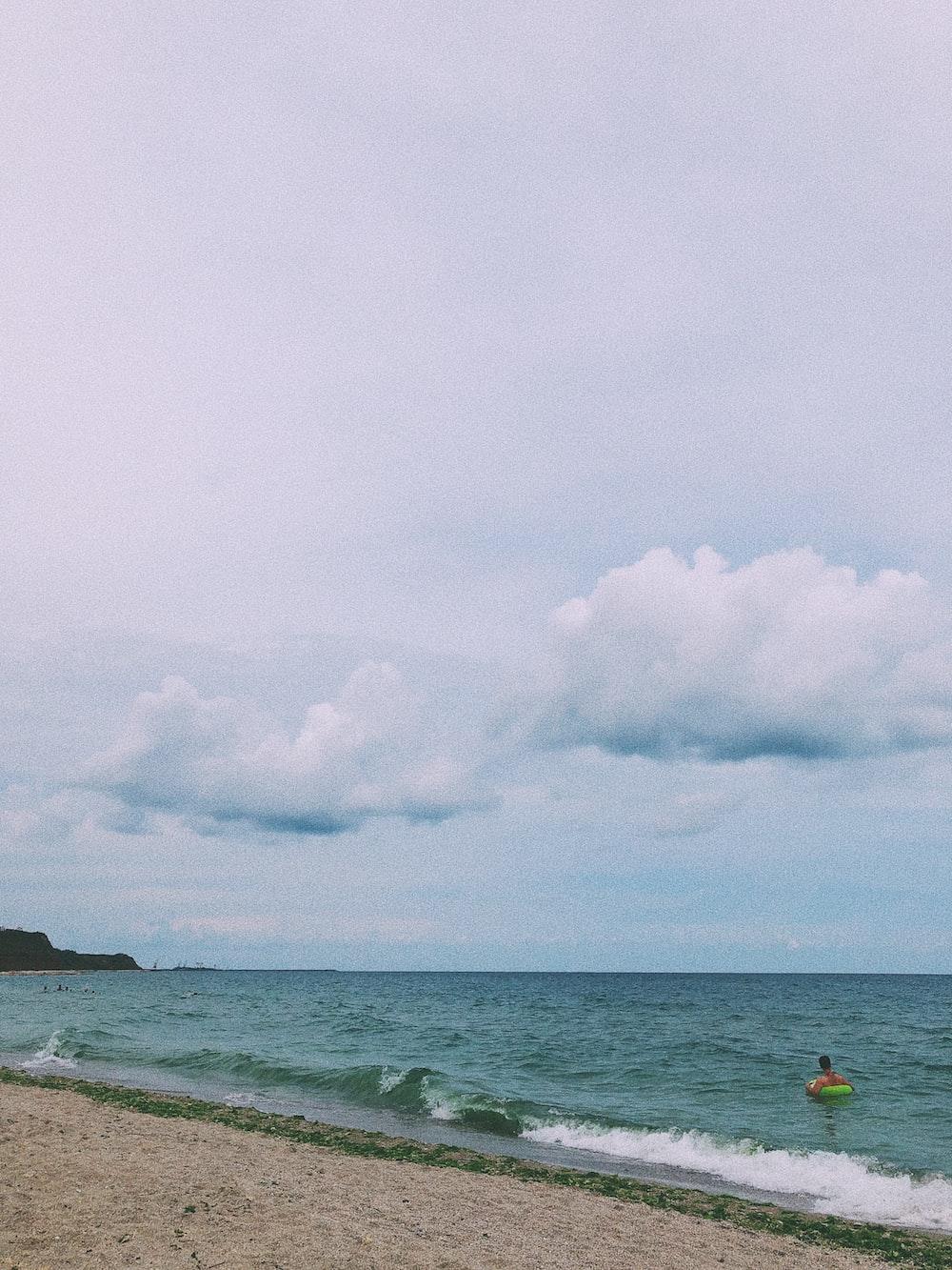 sea under cloudy sky