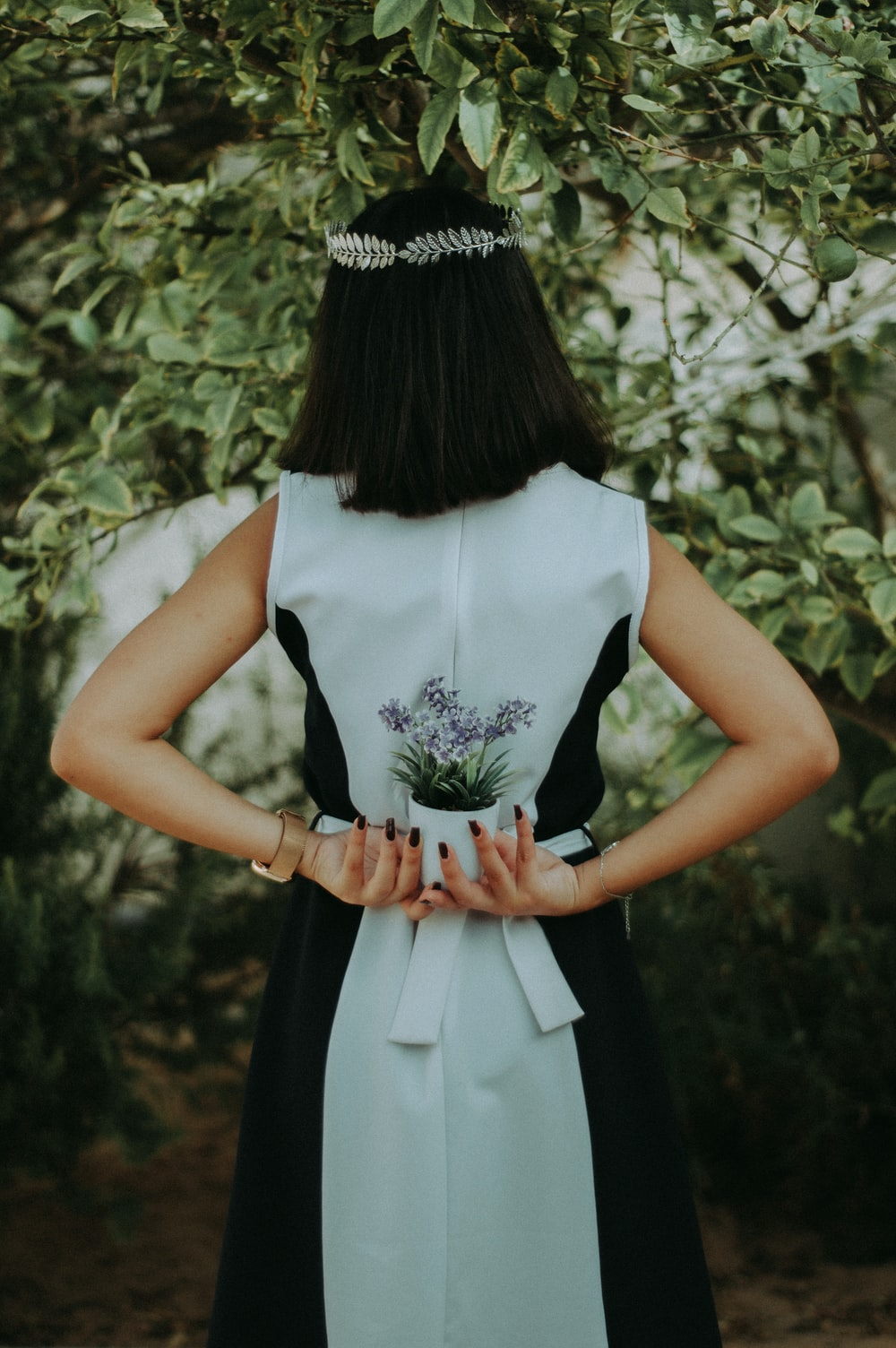 women's black and white sleeveless dress