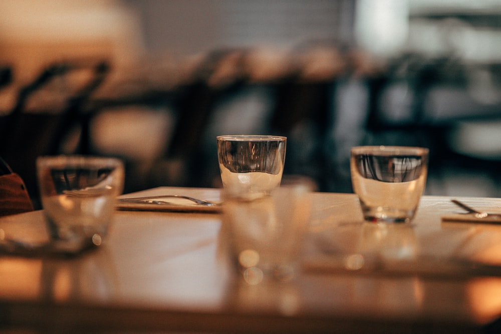 closeup photo of clear drinking glasses