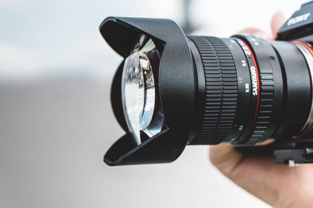 shallow focus photography of black zoom lens