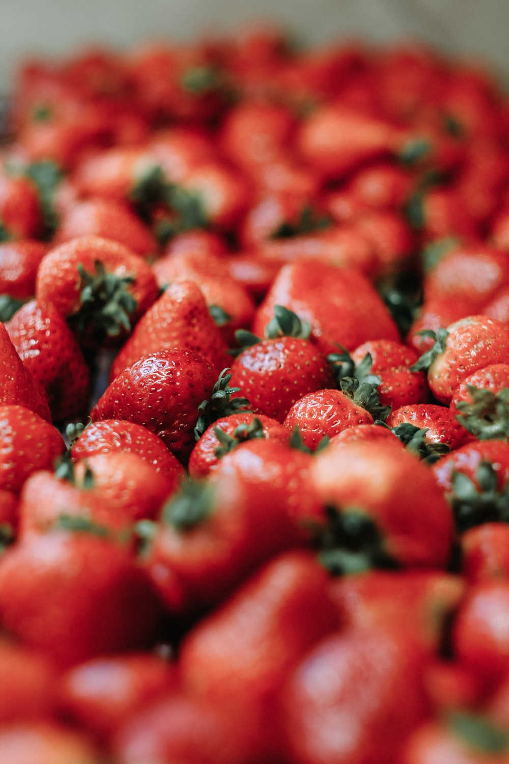 red strawberry fruits close-up photography