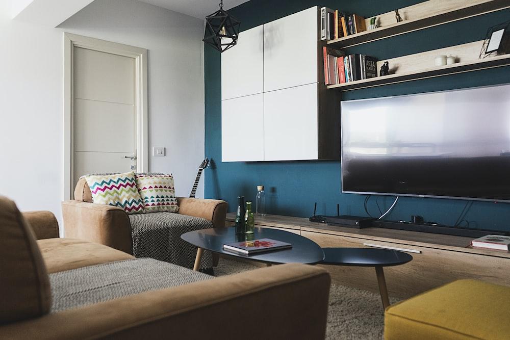 flat screen television