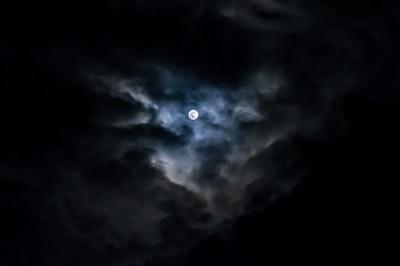 Between Clouds @dascalvisual