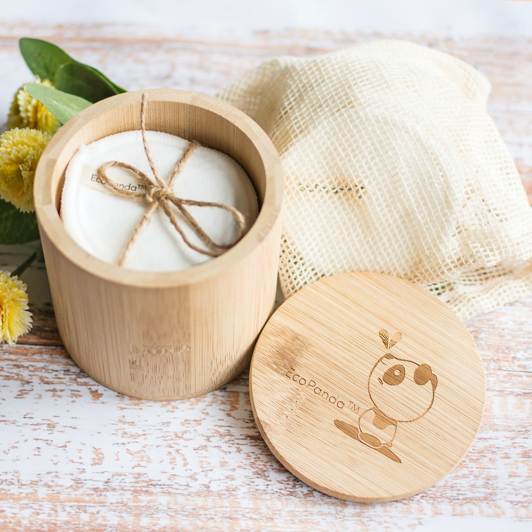 Bamboo Makeup Remover Pads with Bamboo Storage Jar by EcoPanda