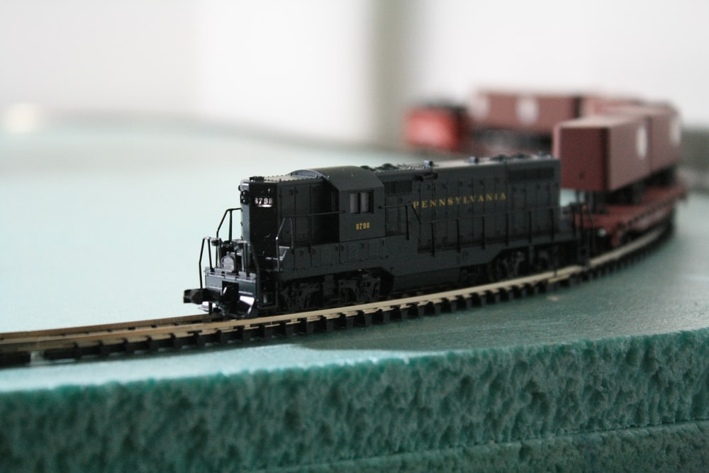 black and red train scale model close-up photography