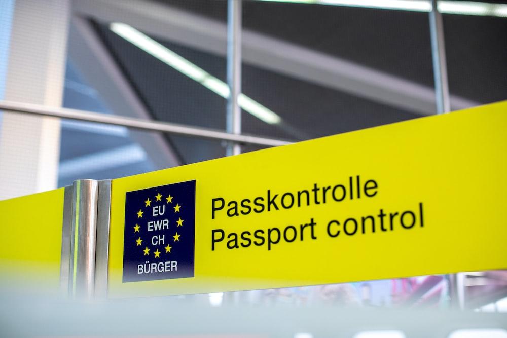 Passkontrolle Passport control signage