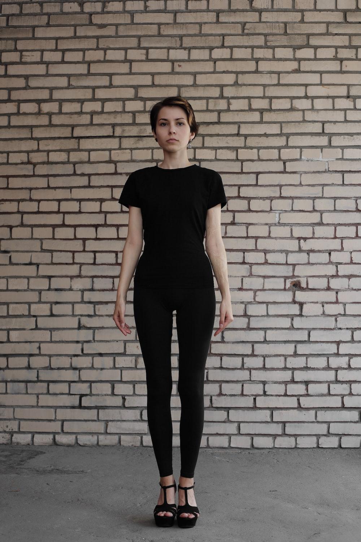 woman wearing balck clothes