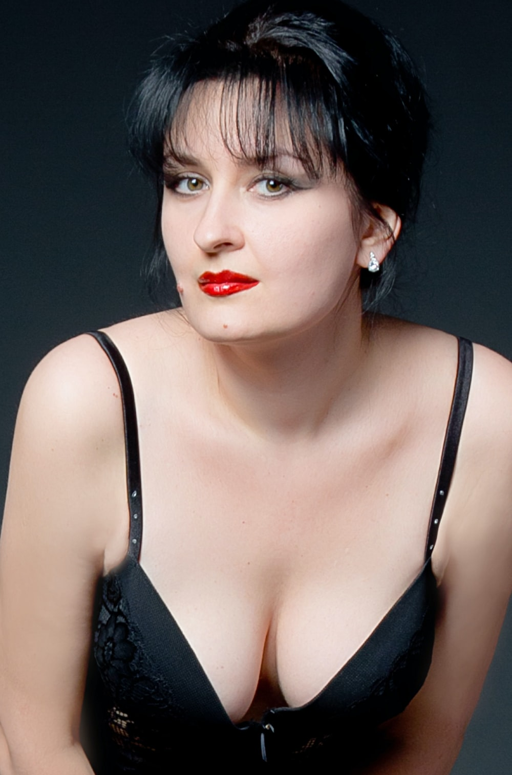 woman wearing black brassiere