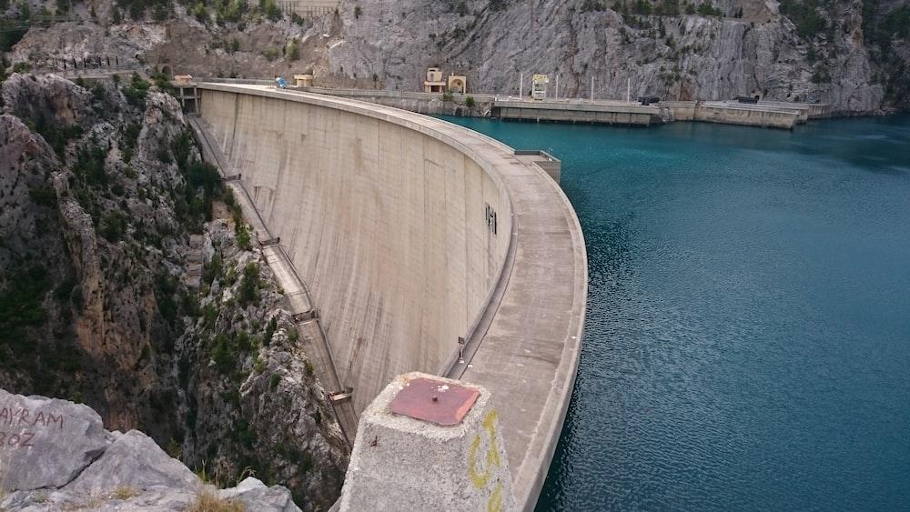 gray concrete dam during daytime