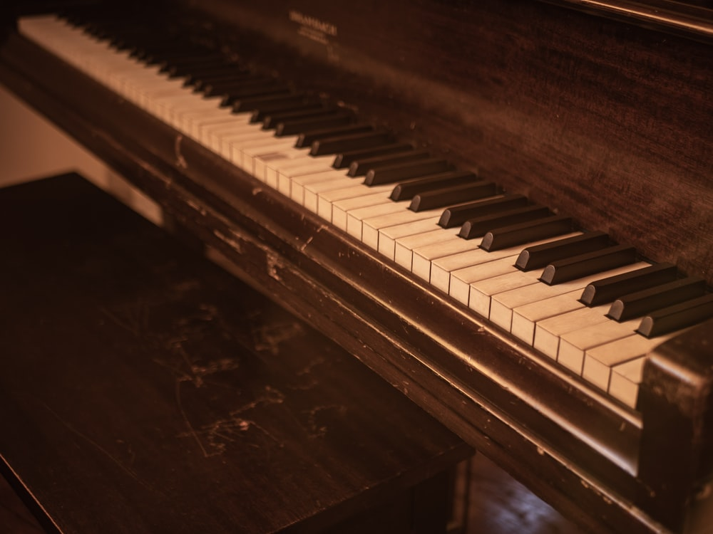 closeup photo of upright piano