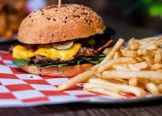 shallow focus photography hamburger on plate