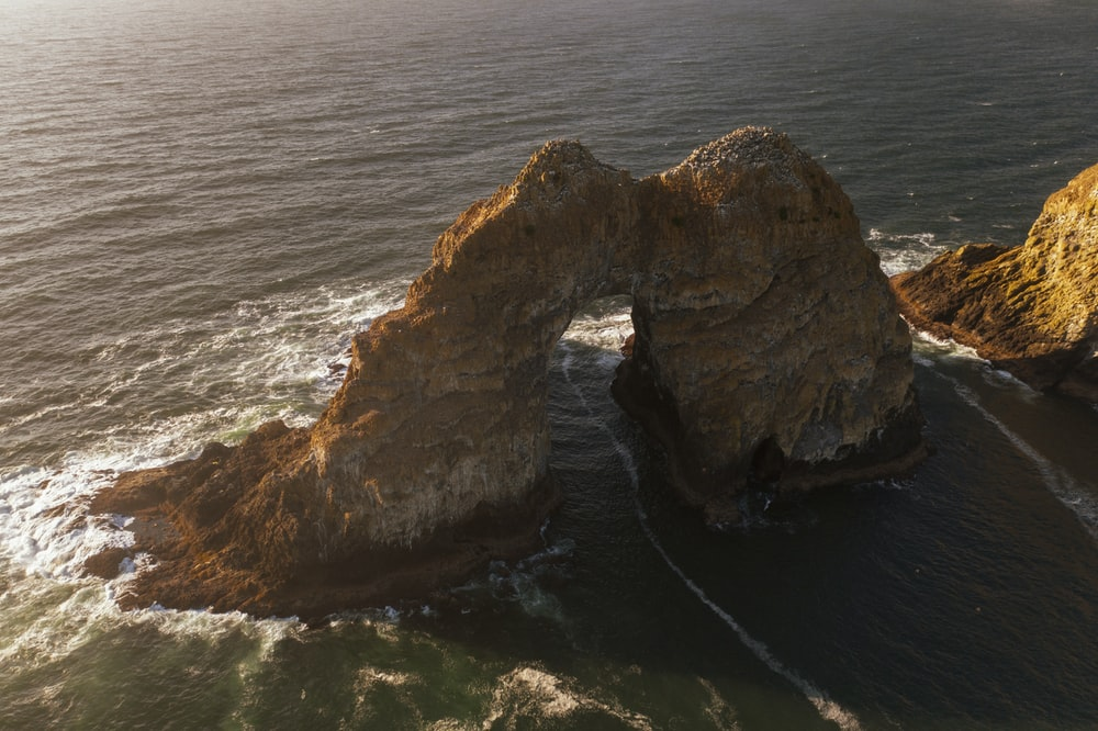 arch formation on in ocean