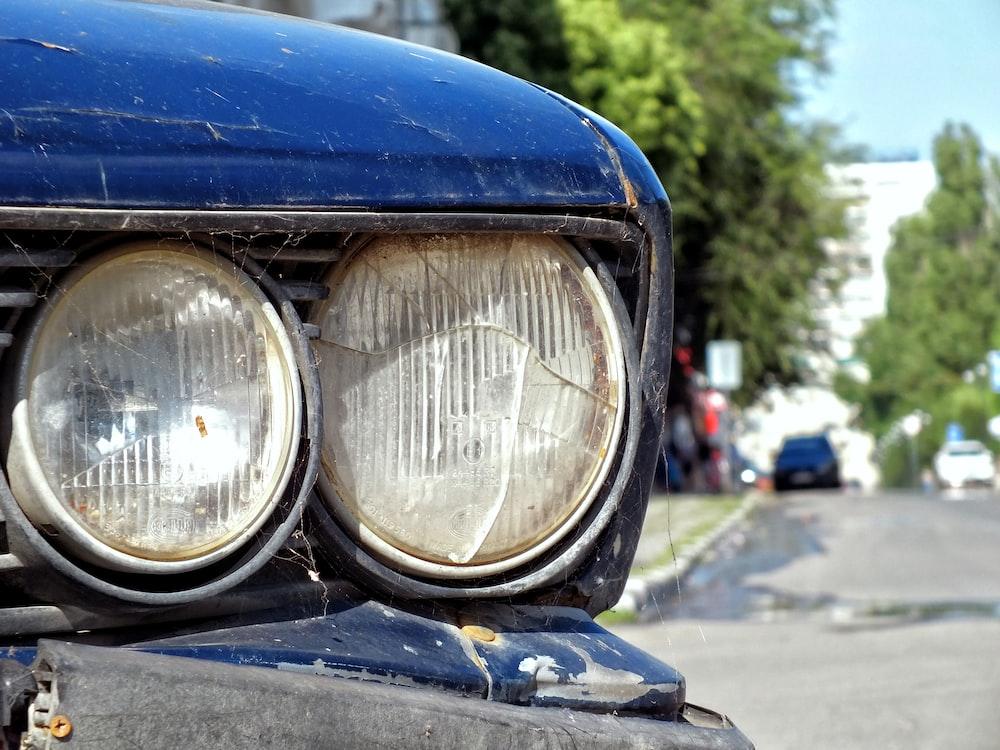 white vehicle headlights close-up photography