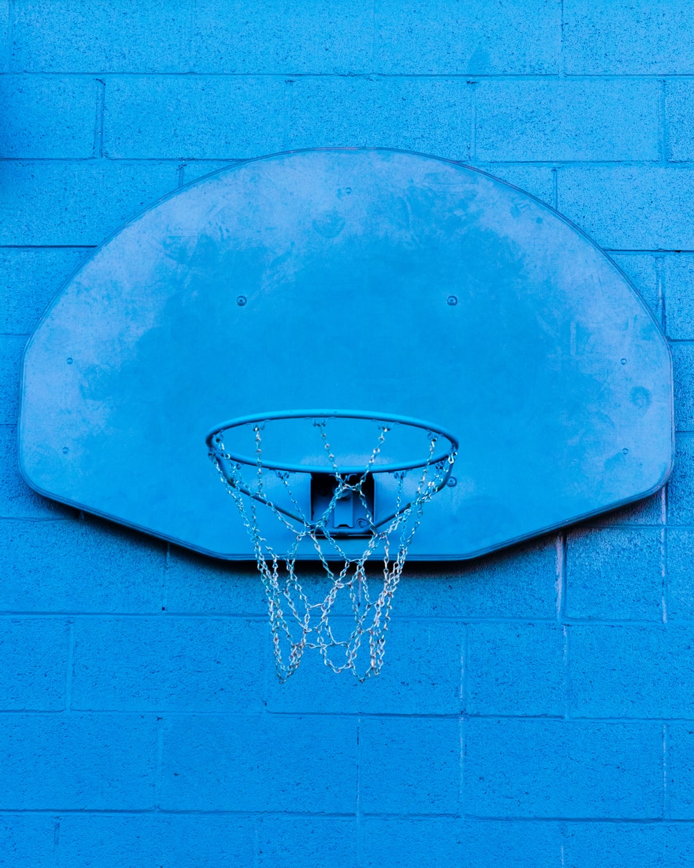 blue and gray basketball hoop