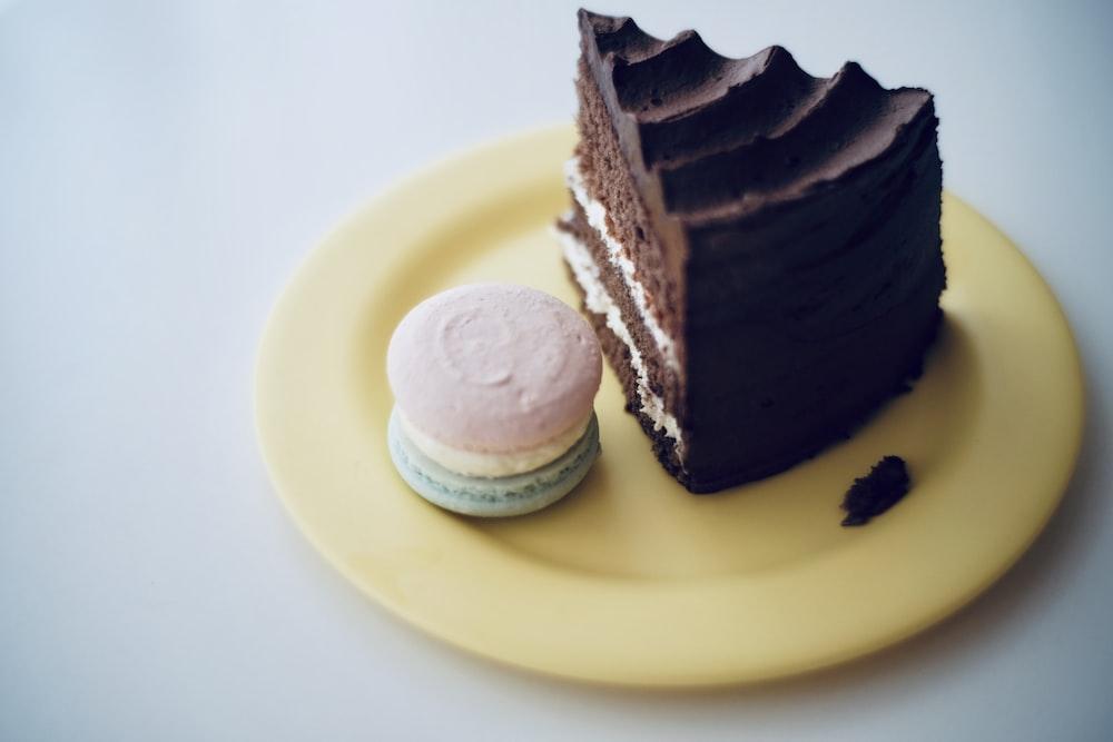 plate of chocolate cake