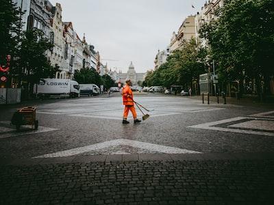 Disinfettare e sanificare le strade non serve a combattere il covid. Per l'OMS pratica inutile e dannosa