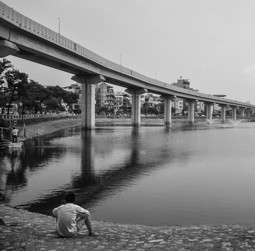 grey concrete bridge