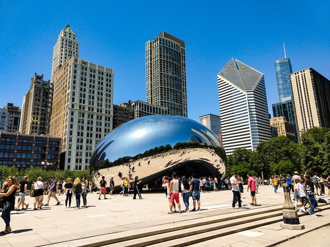 Image of the Cloud Gate in Millennium Park in Chicago, Illinois.