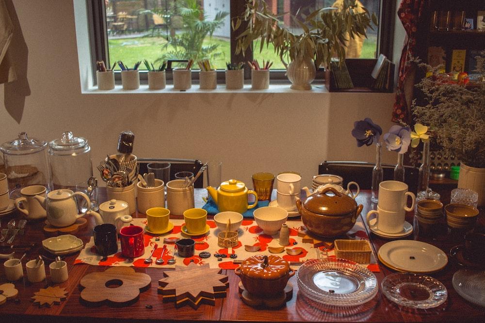 white and brown ceramic dinnerware set