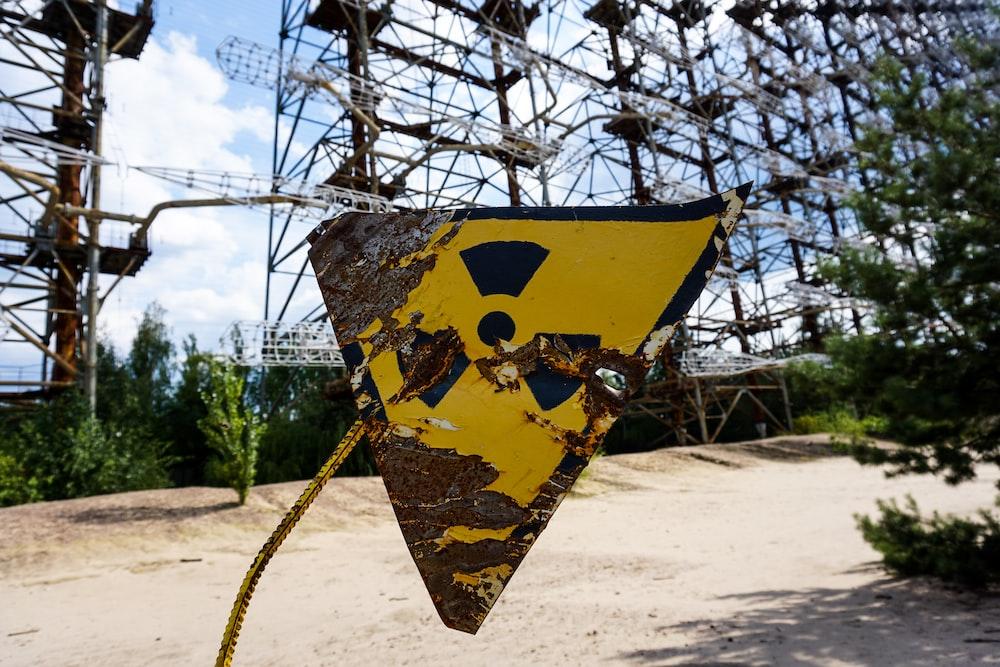 yellow and black bio hazard signage