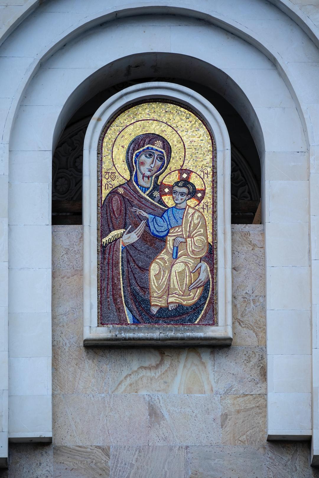 La cathédrale de la Sainte-Trinité de Tbilissi ou Tsminda Saméba est la cathédrale de l'Église orthodoxe apostolique géorgienne à Tbilissi. Elle a été construite en 2004 et vouée à la sainte Trinité. Elle est le siège du Patriarcat de Géorgie. La cathédrale de Tbilissi était auparavant la cathédrale de Sion, en Vieille Ville. La nouvelle cathédrale, construite sur la colline de Saint-Élie dominant le fleuve Koura, inaugurée en 2006, est la plus grande église du Caucase méridional : métro Alvabari.