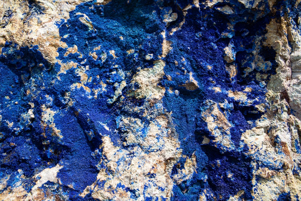 blue and gray stone close-up photography