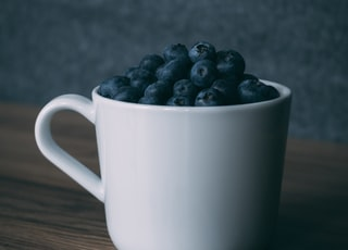 blueberries in cup