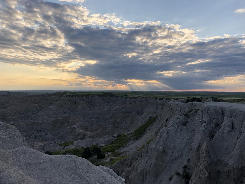 gray and green mountain range