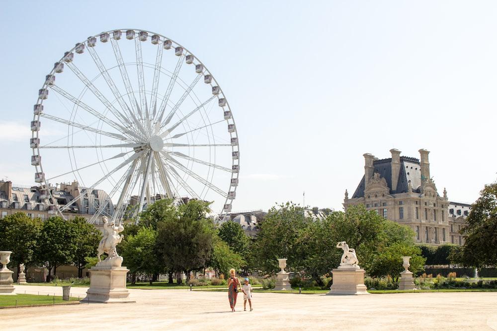 ferris wheel during daytime