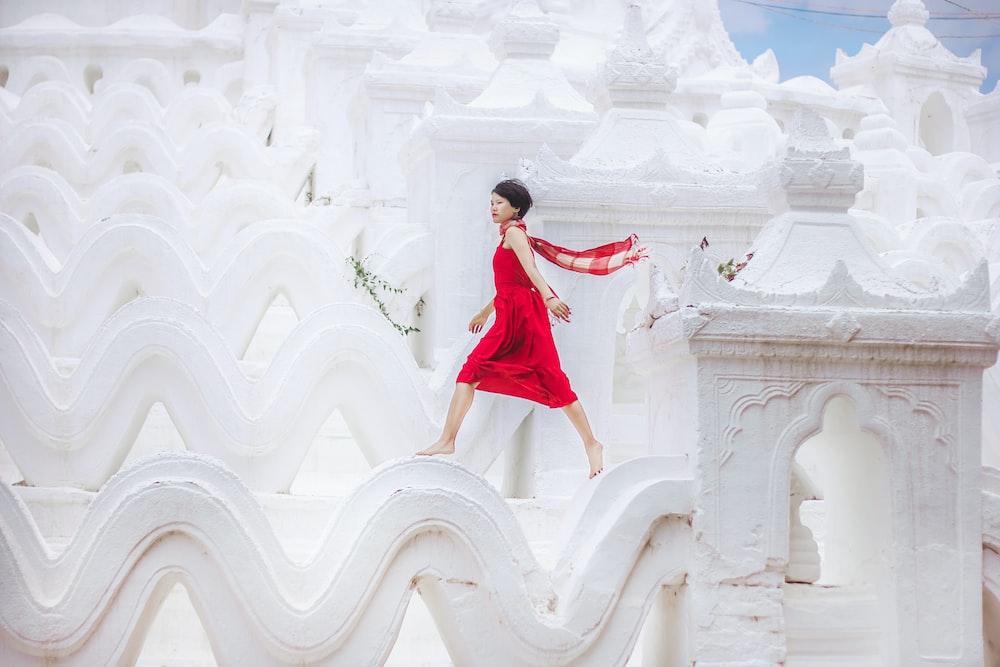 women's red sleeveless midi dress
