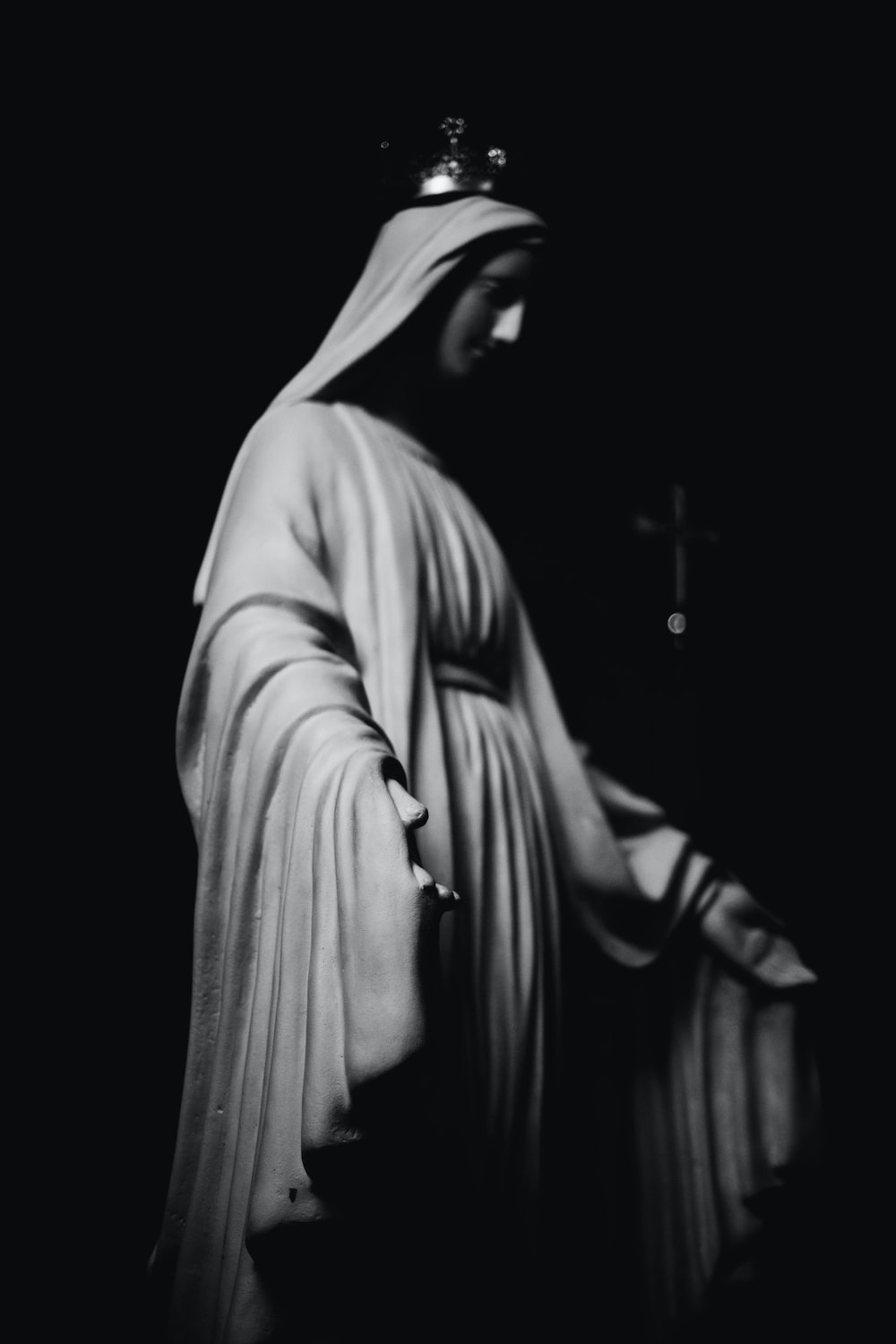Virgin Mary Statue Photo Free Apparel Image On Unsplash