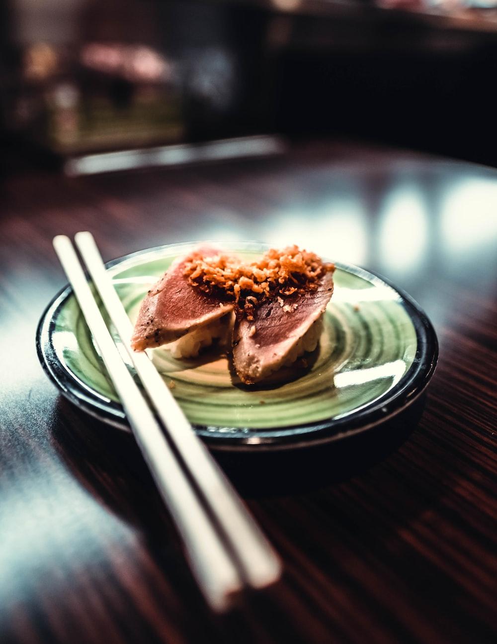 round green plate