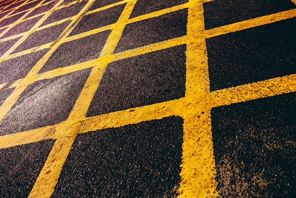 yellow grid mark
