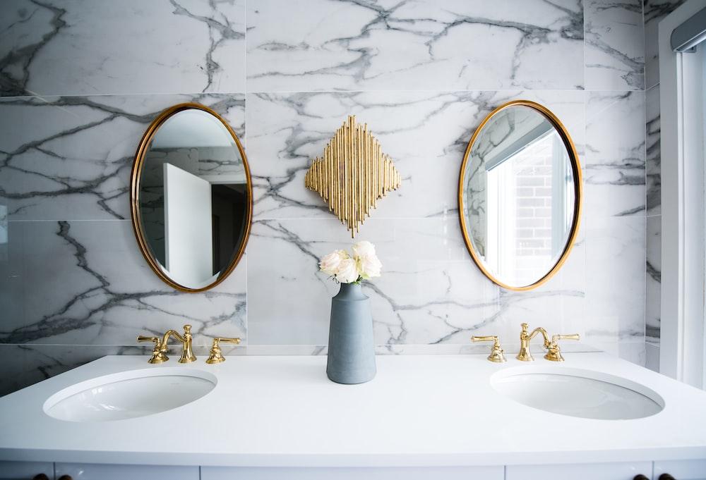 white ceramic sink