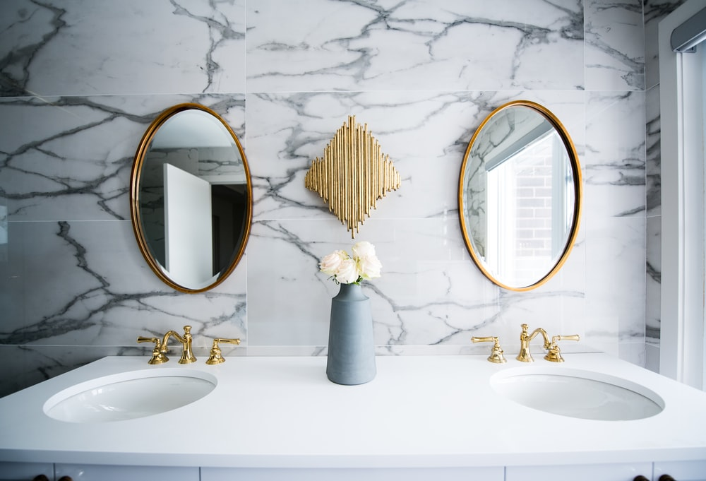 mirror decor bathroom