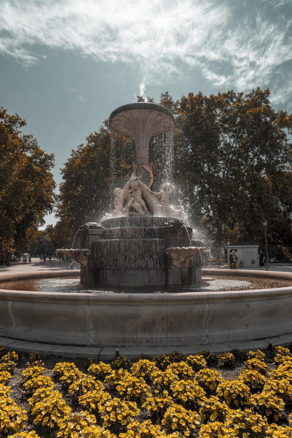 black and gray fountain close-up photography