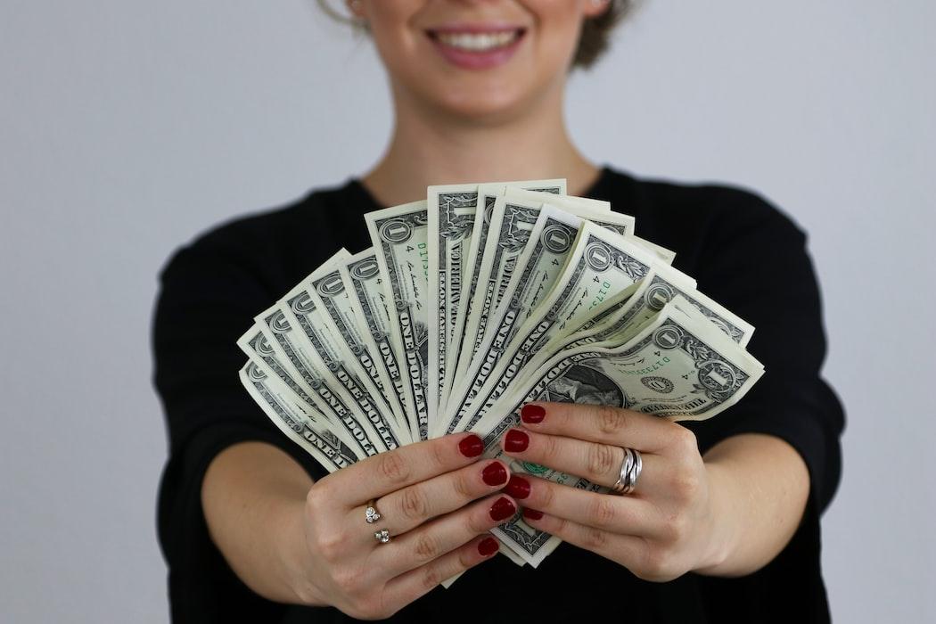 save-money-hire-a-ghostwriter